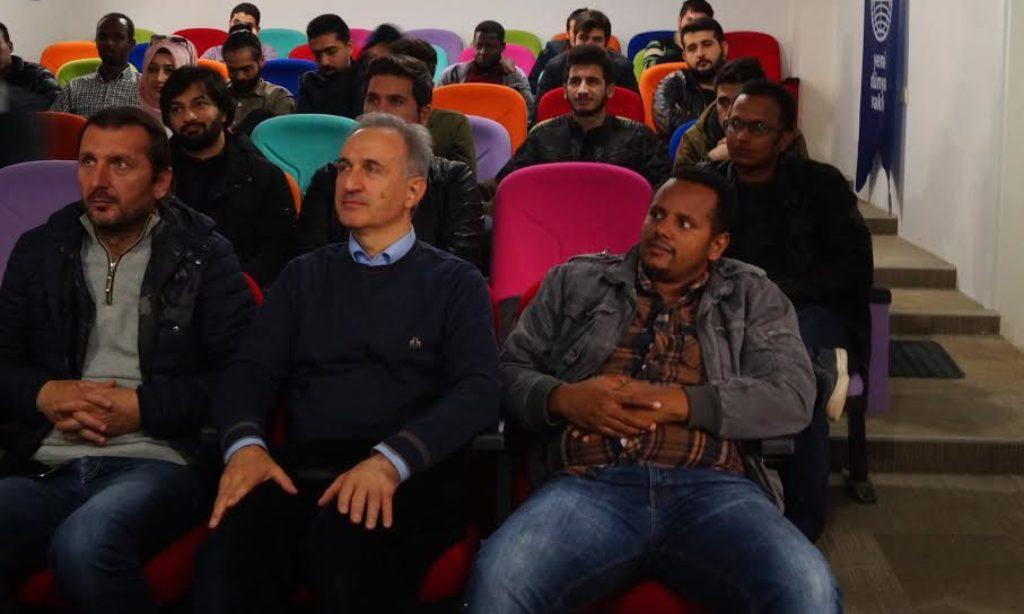 İzmir'de Yeni Dünya Vakfından Kariyer Gelişimi konferansı
