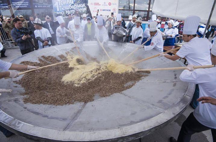 Kırgız Milli Yemeği Guinness Rekorlar Kitabı İçin Hazır