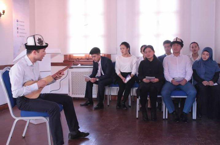 Ankara'da Genç Kırgız Şairin Kitabı Tanıtıldı