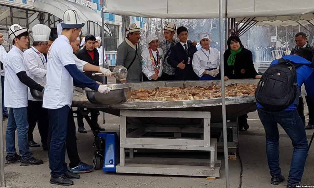 Kırgız Milli Yemeği Başparmak Guinness Rekorlar Kitabına Girdi