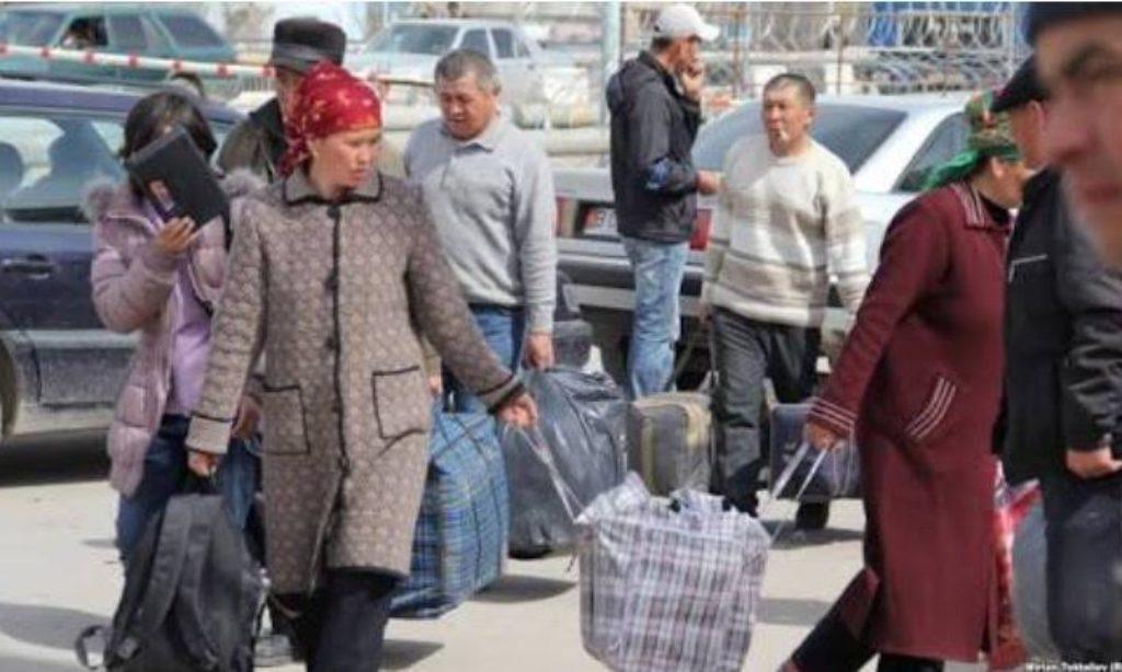 Kazakistanlılar Yurtlarını Terk Ediyor