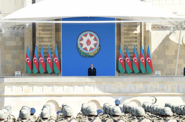 Bakü'de 100 Yıllık Ordunun Askeri Geçidi Gerçekleşti