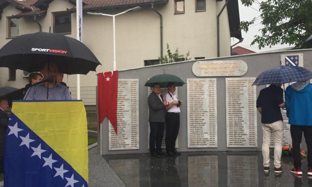 TDBB ile Doboj İstok Belediyesi İşbirliğinde Yaptırılan Şehitlik Anıtı Açıldı