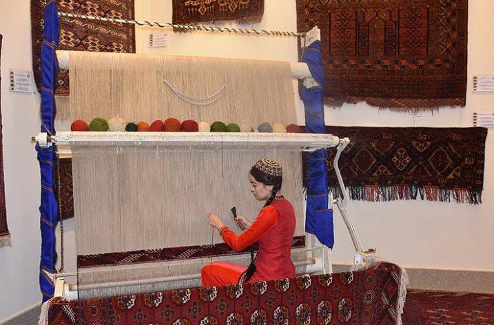 Türkmen halıları Bakü'de tanıtıldı