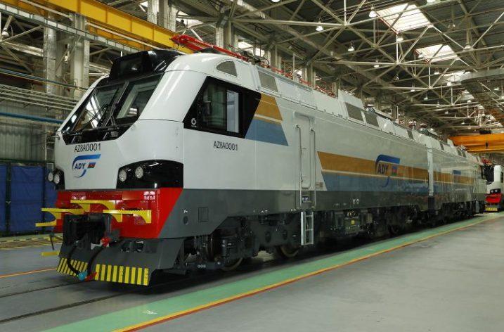 Kazakistan'da Üretilen İlk Yük Lokomotifi Azerbaycan'a Satıldı