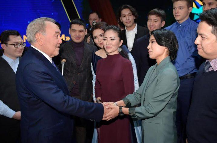 """ORHA yazarlarından Nazgul Kenzhetay Kazakistan'ın """"100 yeni yüzü"""" listesinde ilk 10'da"""