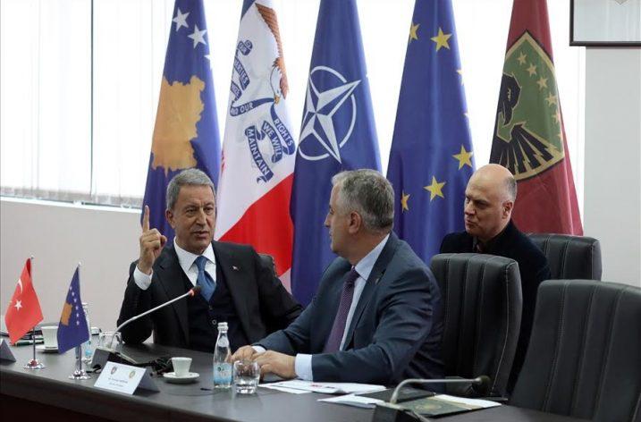 Türkiye Savunma Bakanı Hulusi Akar'dan Kosova ziyareti