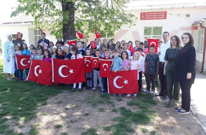 Makedonya'da Türk Ordusuna selam gönderen okul yönetimi ve öğrenciler tepkiyle karşılaştı