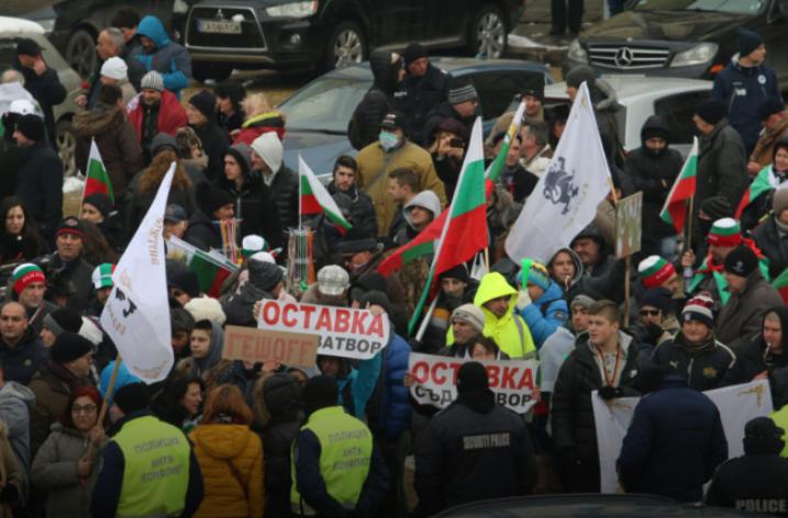 Bulgaristan'da hükümetin istifası için protesto