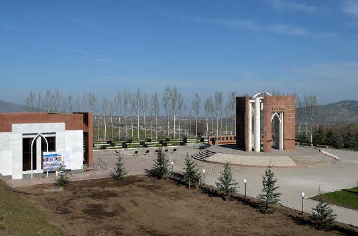 Kırgızistan 7 Nisan Devriminin 10. yılı