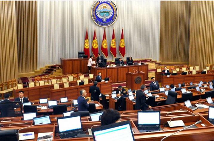Kırgızistan'da Cumhurbaşkanlığı ve Genel Seçimler Ertelendi