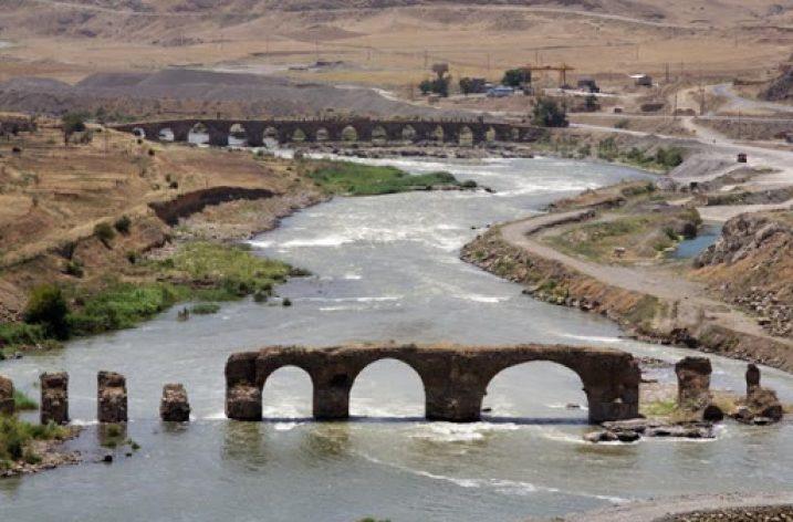 Birleşik Azerbaycan'ın Sembolü: Hudaferin Köprüsü